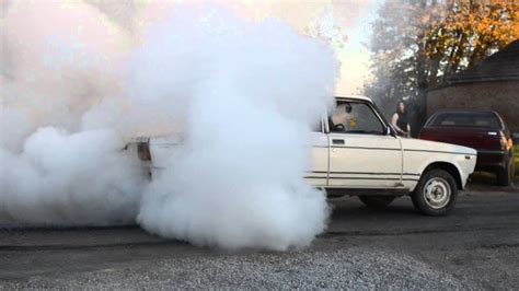 Lada Zsiguli 1500 Burnout - YouTube