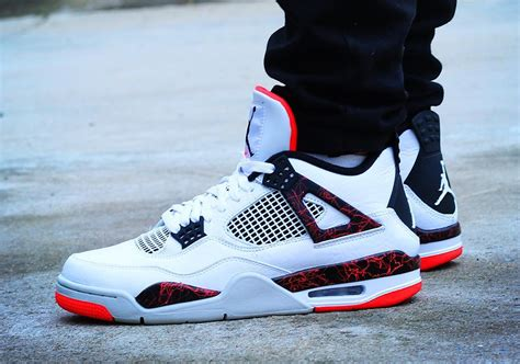 Air Jordan 4 Hot Lava 308497-116 | SneakerNews